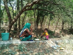 Migrating women and children recieved Lunch